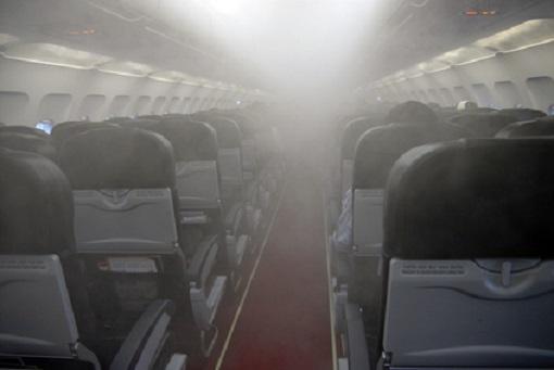 """Fume Effekte Flugzeuge - so drastisch wie in dieser Abbildung ist es nicht, aber das Problem der """"Nervengifte"""" existiert..."""